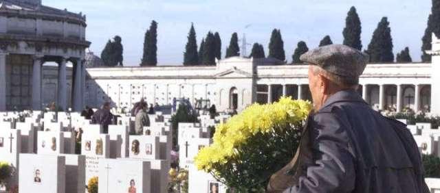 1416903399-0-comiso-anziano-rapinato-al-cimitero